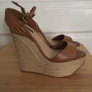 Like New Straw Brown Wedges